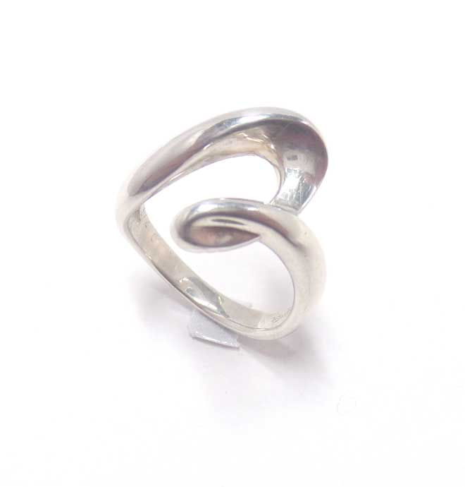 ジュエリーリフォーム用マルチリング枠。ダイヤはもちろんの事、どんなカッティングの宝石達も綺麗にセッティングできます。ベースリング画像1