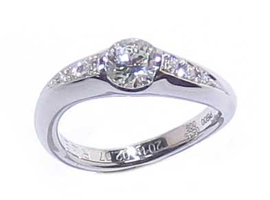 リフォーム後の婚約指輪・プラチナ製・ダイヤリング・埋め込みタイプ-4
