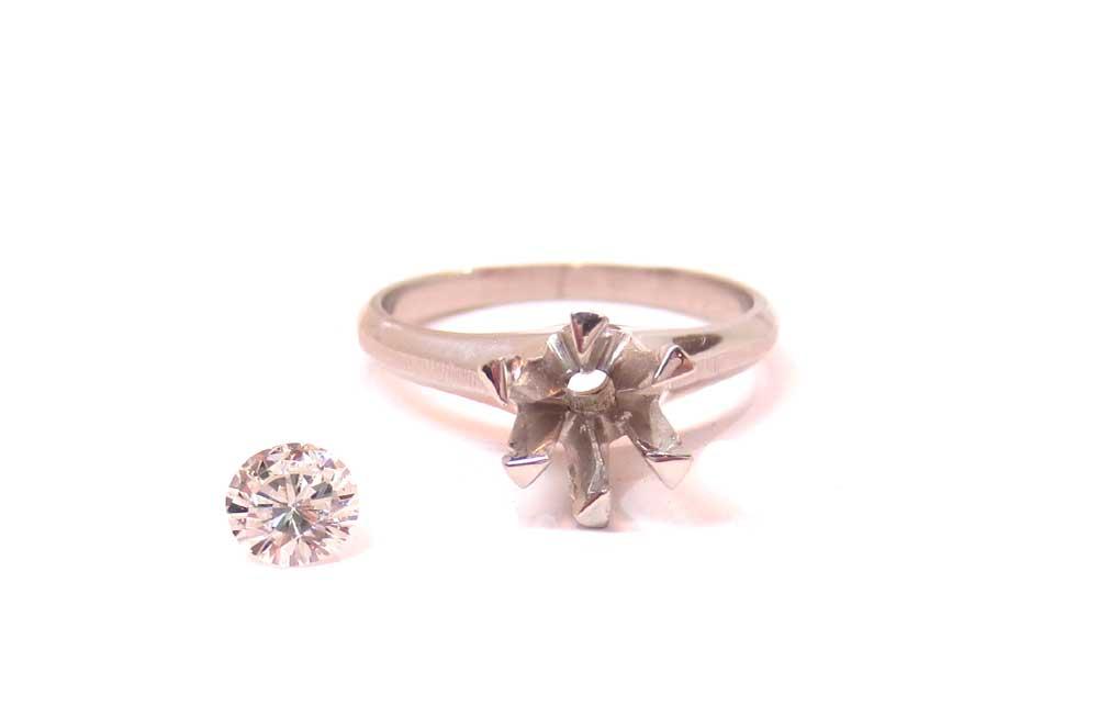 リフォーム前の1キャラットダイヤ・プラチナ製立て爪指輪